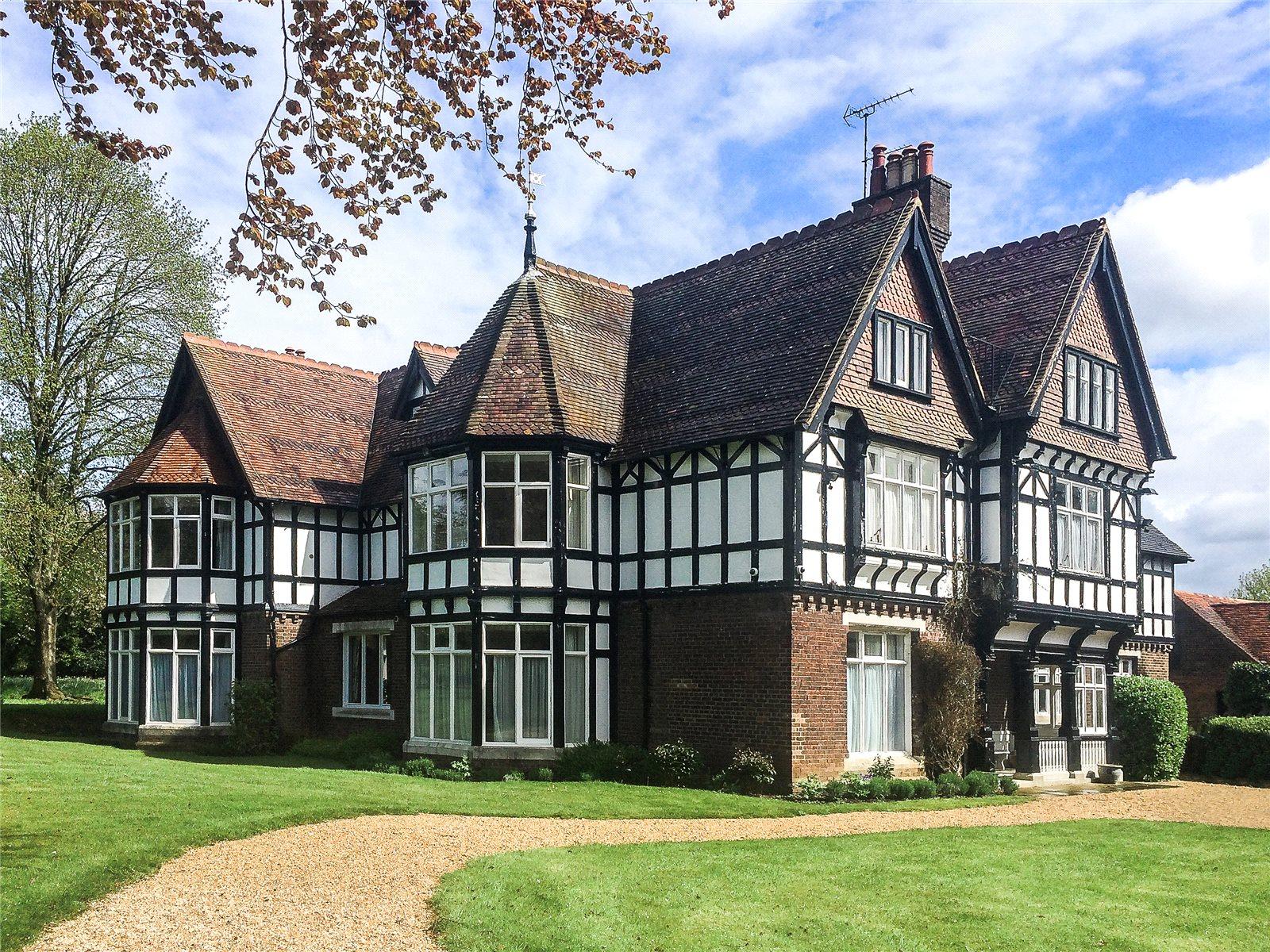 Single Family Home for Sale at Ayres End Lane, Harpenden, Hertfordshire, AL5 Harpenden, England