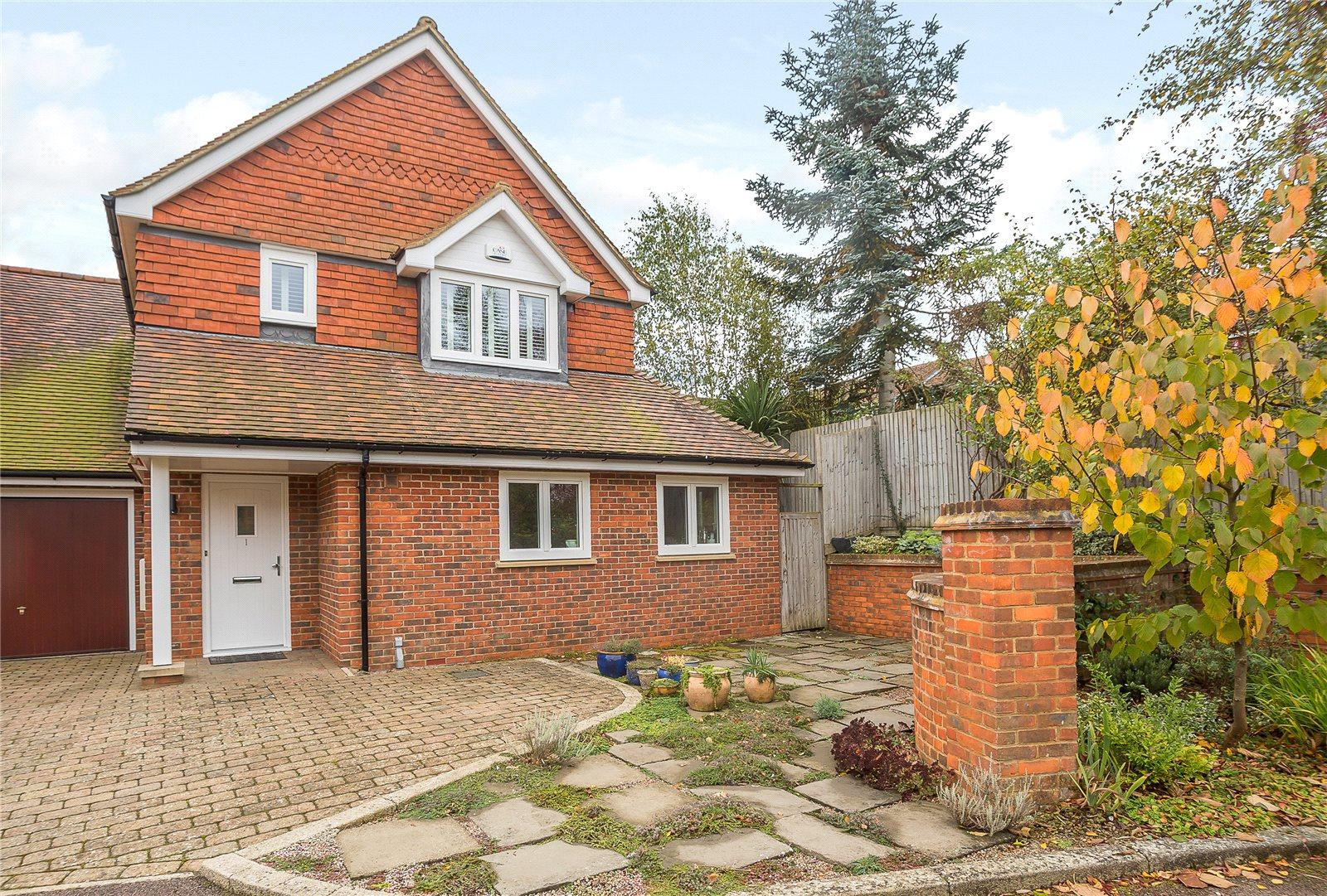 一戸建て のために 売買 アット The Bourne, Salisbury Avenue, Harpenden, Hertfordshire, AL5 Harpenden, イギリス