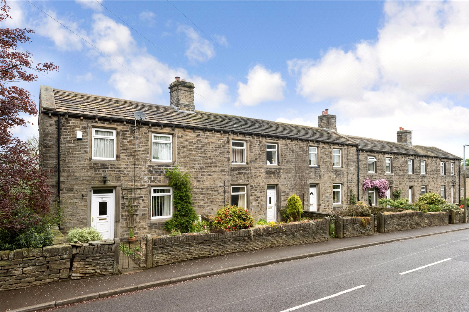 Additional photo for property listing at Farnley Tyas, Huddersfield, West Yorkshire, HD4 Huddersfield, Inglaterra