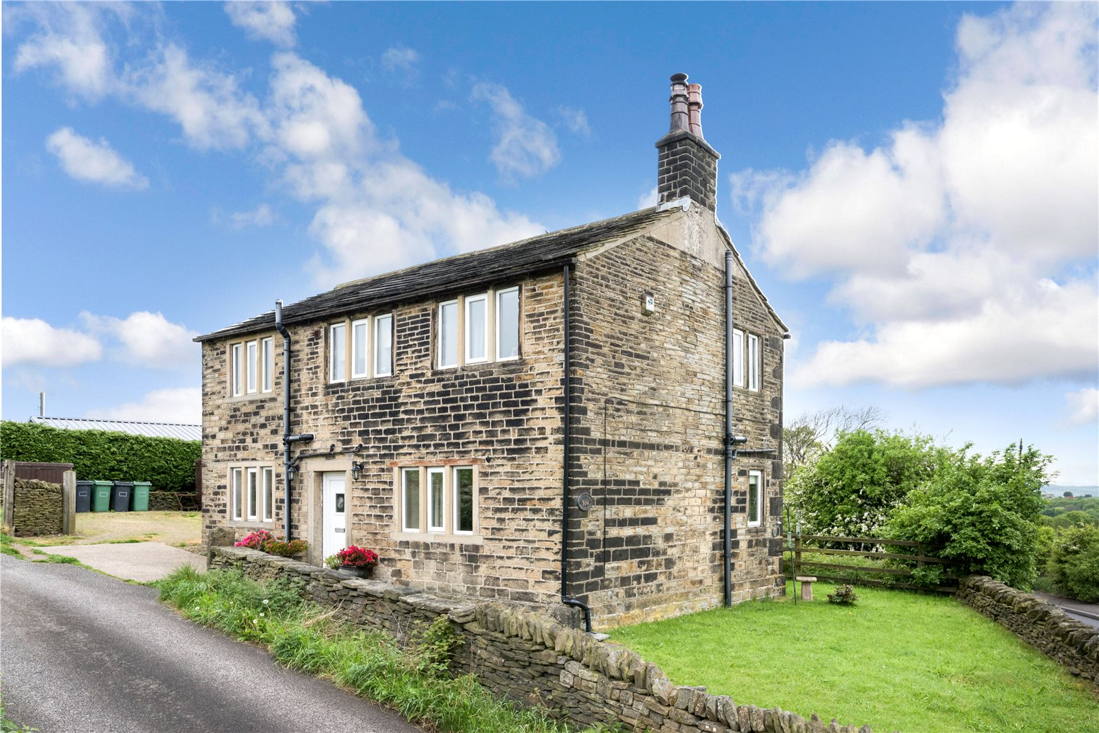 Additional photo for property listing at Farnley Tyas, Huddersfield, West Yorkshire, HD4 Huddersfield, 영국
