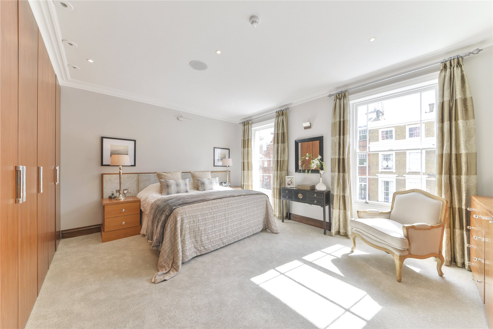 Additional photo for property listing at Oakley Street, Chelsea, London, SW3 Chelsea, London, England