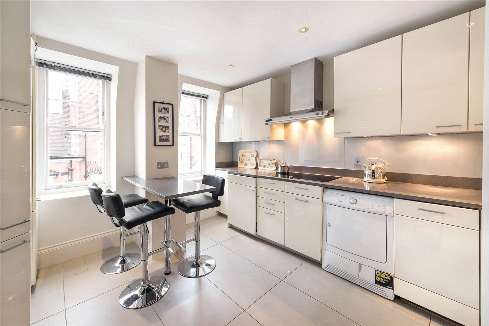 Additional photo for property listing at Sloane Court West, London, SW3 London, England