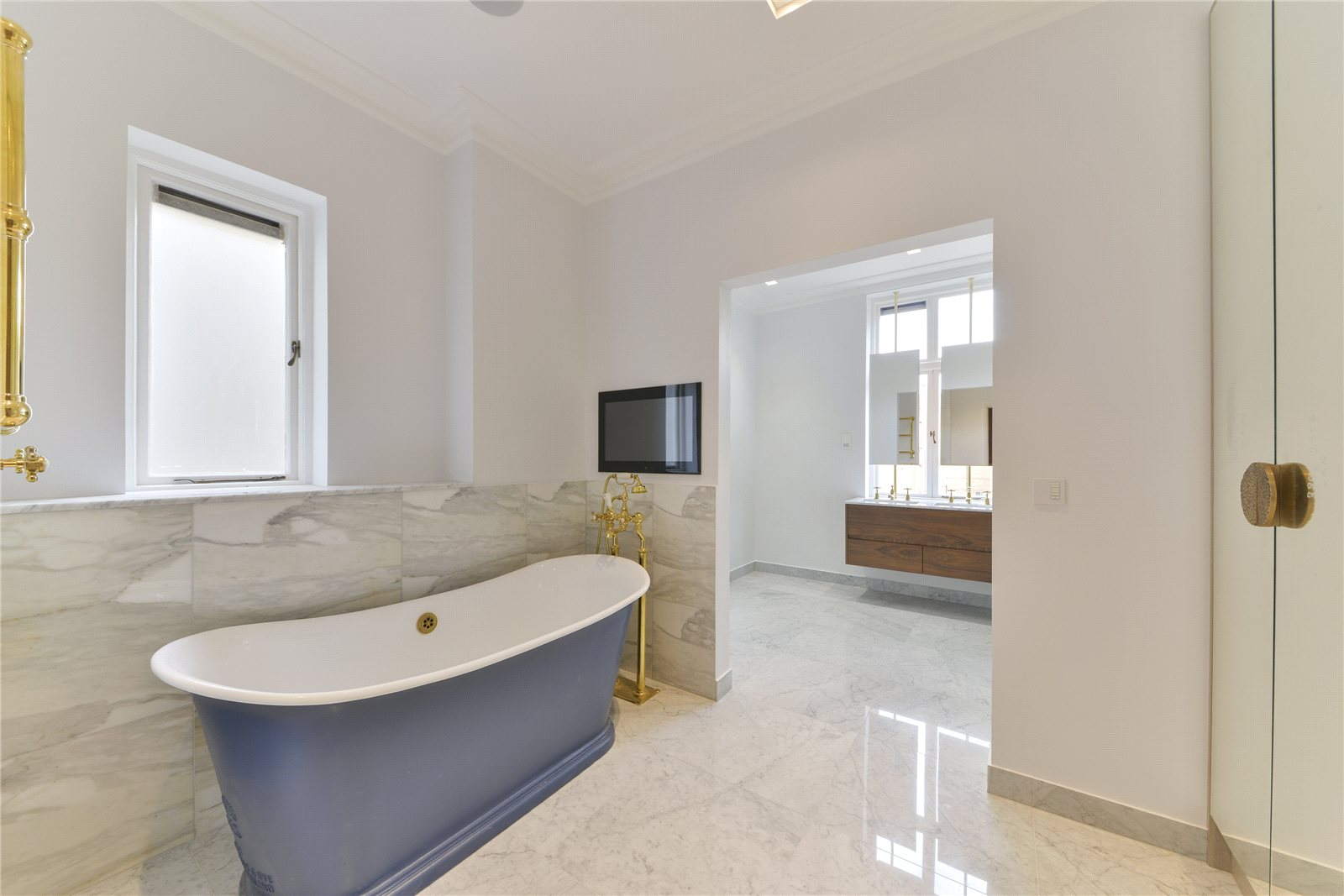 Additional photo for property listing at Cheyne Gardens, London, SW3 London, Англия