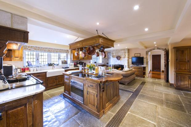 Additional photo for property listing at Woodmancote, Henfield, West Sussex, BN5 Henfield, Engeland