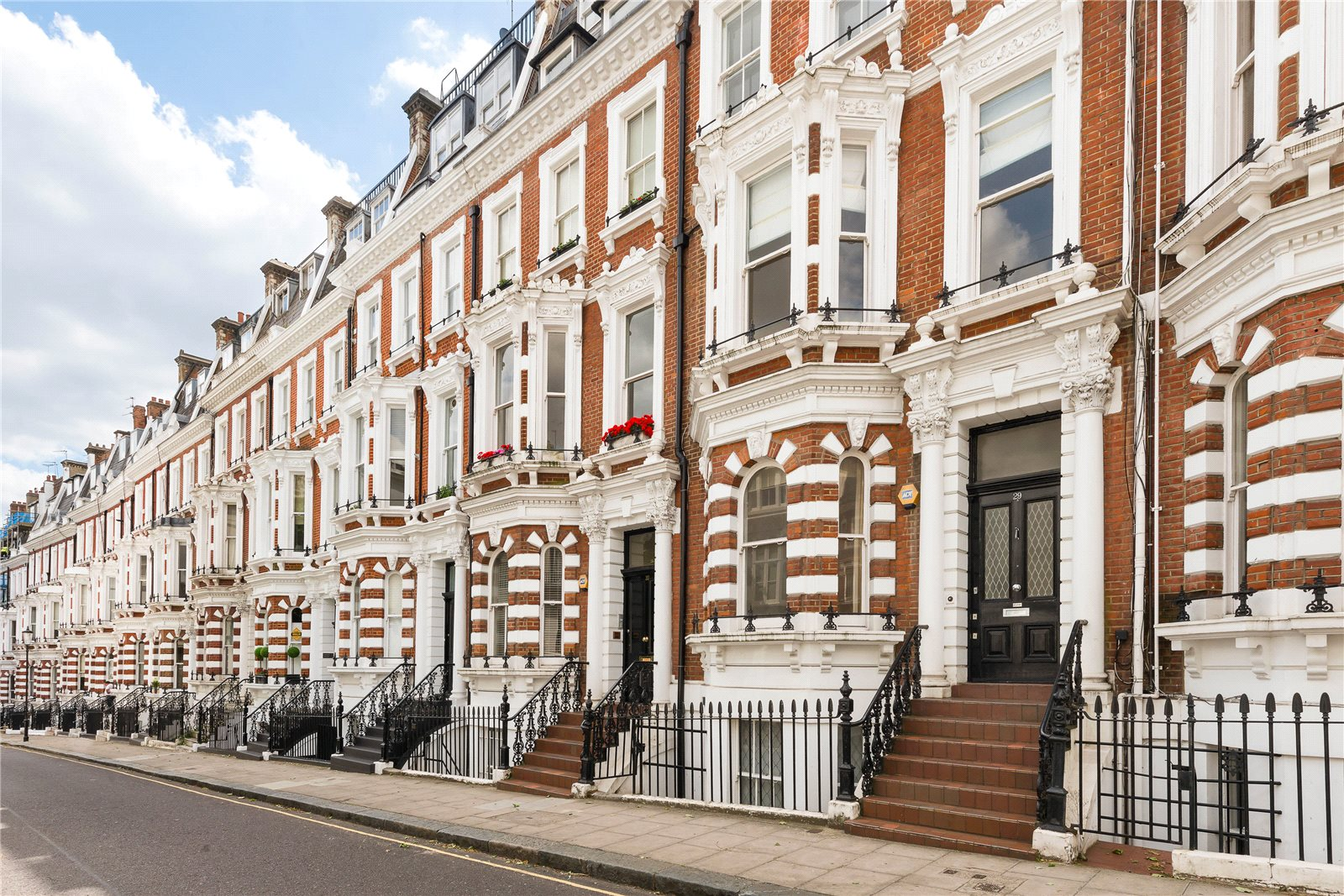 Additional photo for property listing at Hornton Street, Kensington, London, W8 Kensington, London, England
