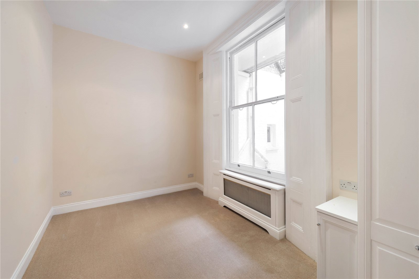 Additional photo for property listing at Hornton Street, Kensington, London, W8 Kensington, London, 영국