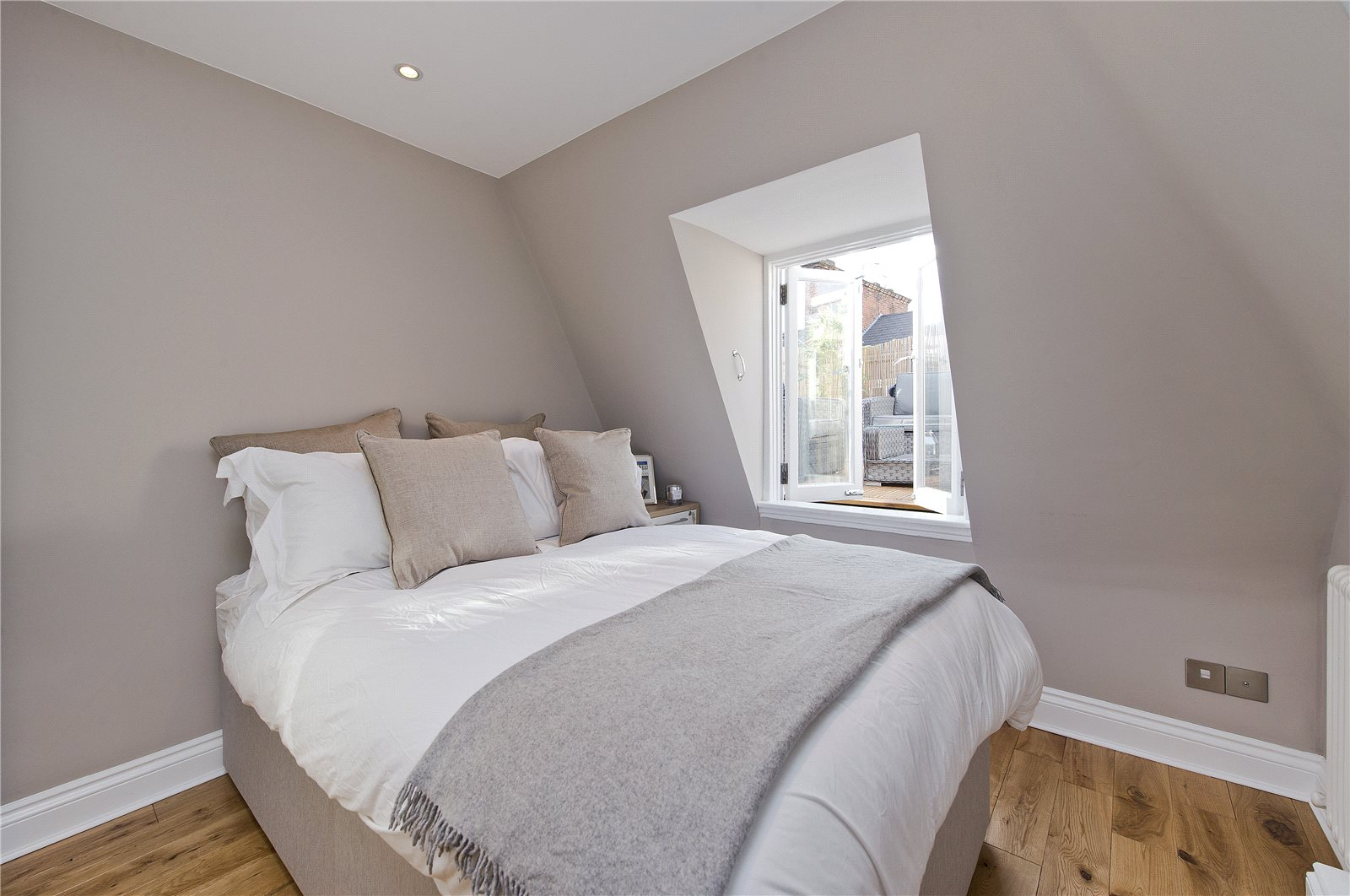 Additional photo for property listing at Prince of Wales Terrace, Kensington, London, W8 Kensington, London, Ingiltere