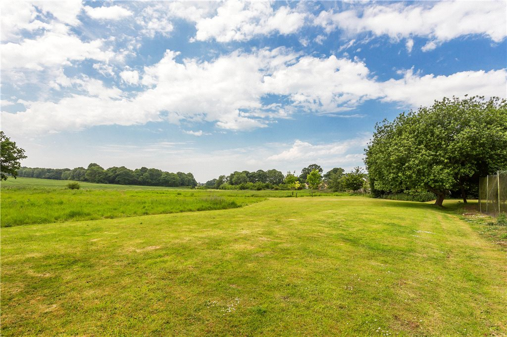 Additional photo for property listing at Pamber End, Basingstoke, Hampshire, RG26 Basingstoke, England