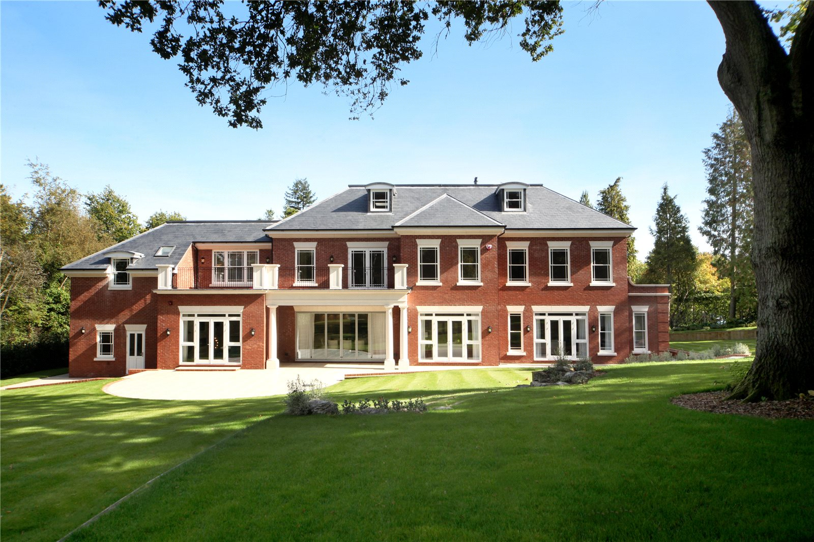 Single Family Home for Sale at Titlarks Hill, Sunningdale, Berkshire, SL5 Sunningdale, England