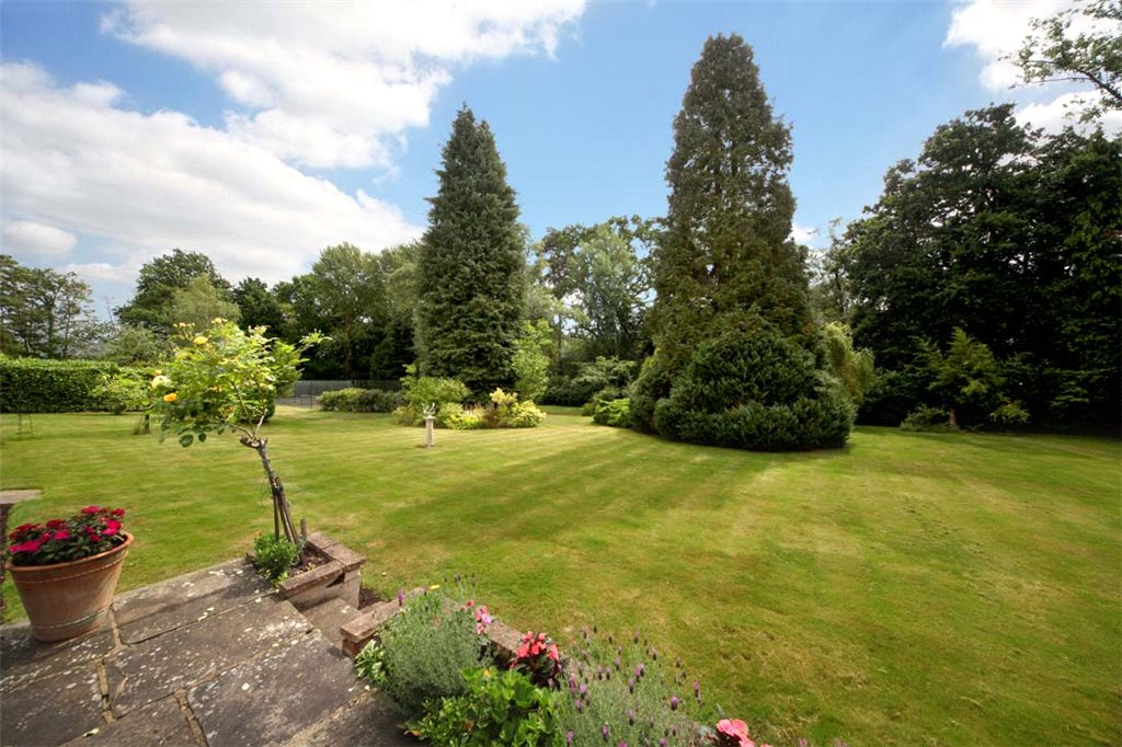 Additional photo for property listing at London Road, Windlesham, Surrey, GU20 Windlesham, Inghilterra