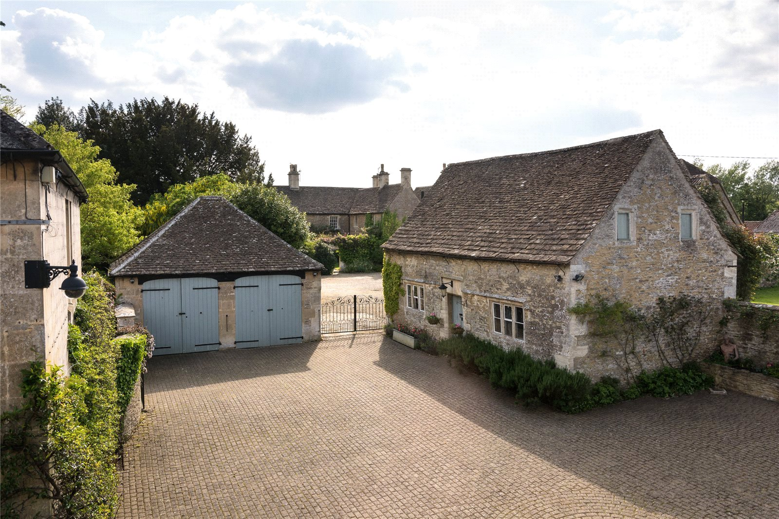 Additional photo for property listing at Leigh Road, Holt, Trowbridge, Wiltshire, BA14 Trowbridge, Inghilterra