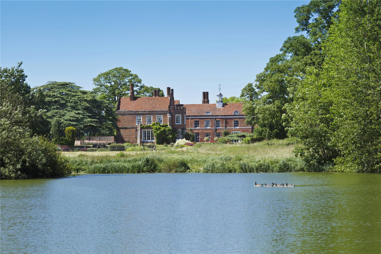 Villa per Vendita alle ore Spains Hall (Whole), Spains Hall Road, Finchingfield, Essex, CM7 Finchingfield, Inghilterra