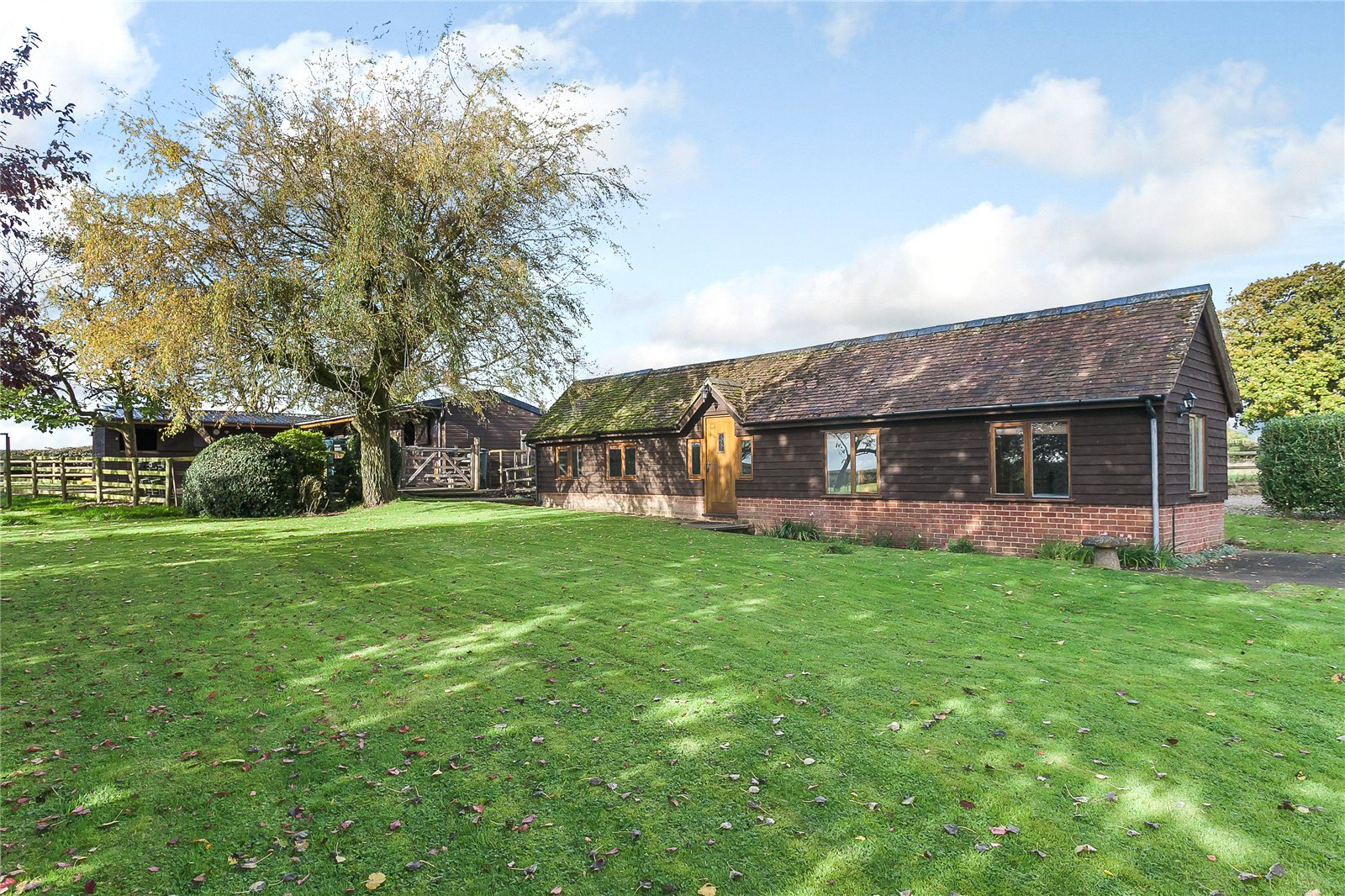 Additional photo for property listing at Cleobury Mortimer, Kidderminster, Worcestershire, DY14 Kidderminster, Inghilterra