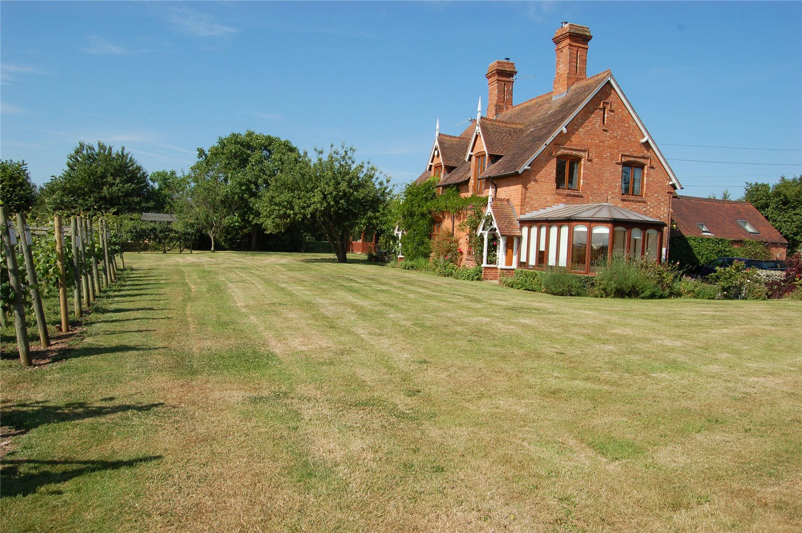 Additional photo for property listing at Kings Lane, Snitterfield, Stratford-upon-Avon, Warwickshire, CV37 Stratford Upon Avon, Англия