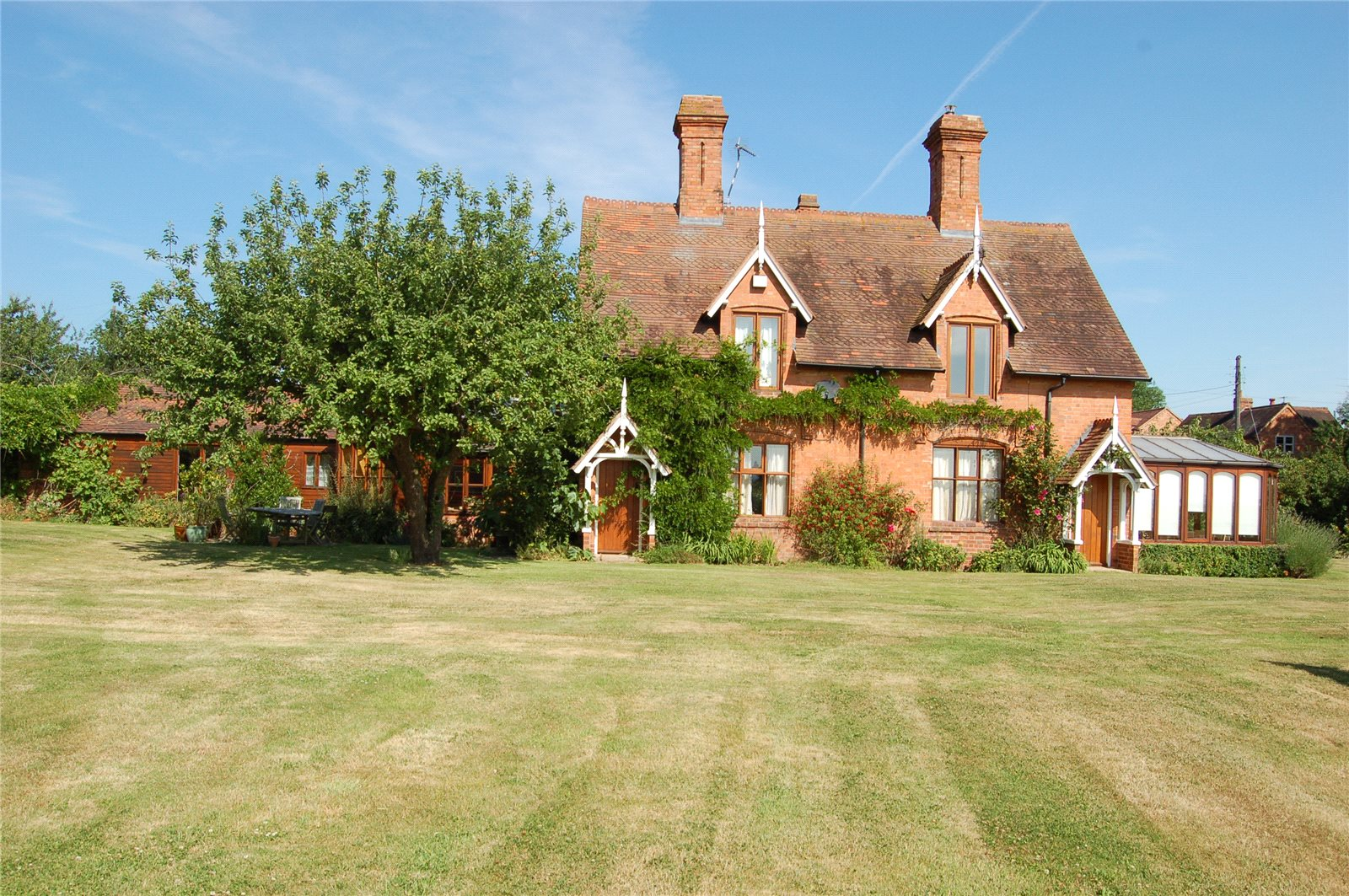 Single Family Home for Sale at Kings Lane, Snitterfield, Stratford-upon-Avon, Warwickshire, CV37 Stratford Upon Avon, England