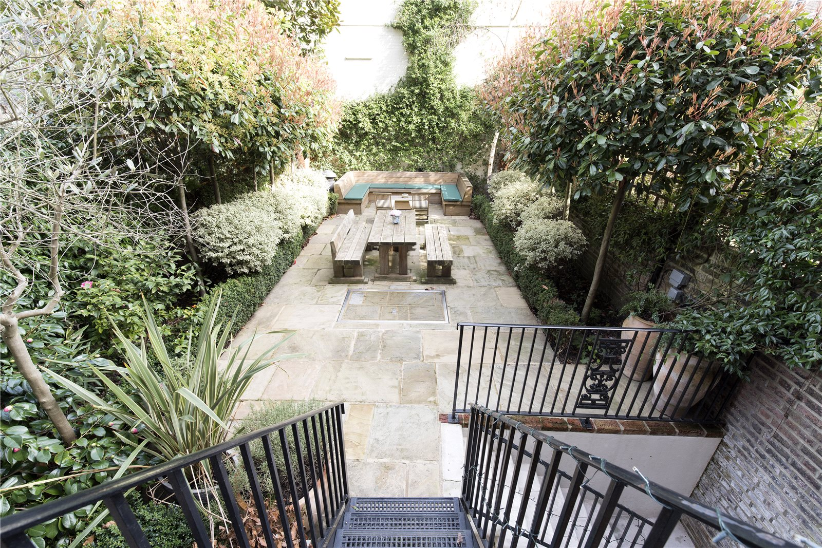 Additional Photo For Property Listing At Royal Crescent Holland Park London W11
