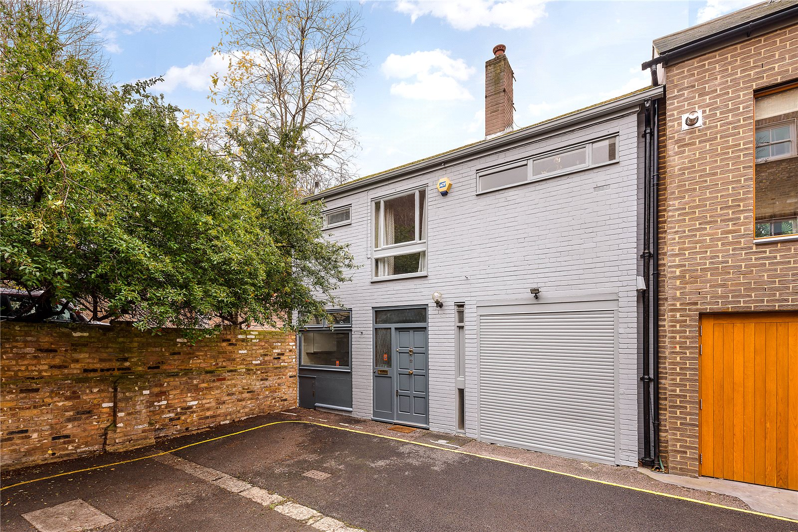 Additional photo for property listing at Boyne Terrace Mews, Holland Park, London, W11 Holland Park, London, England