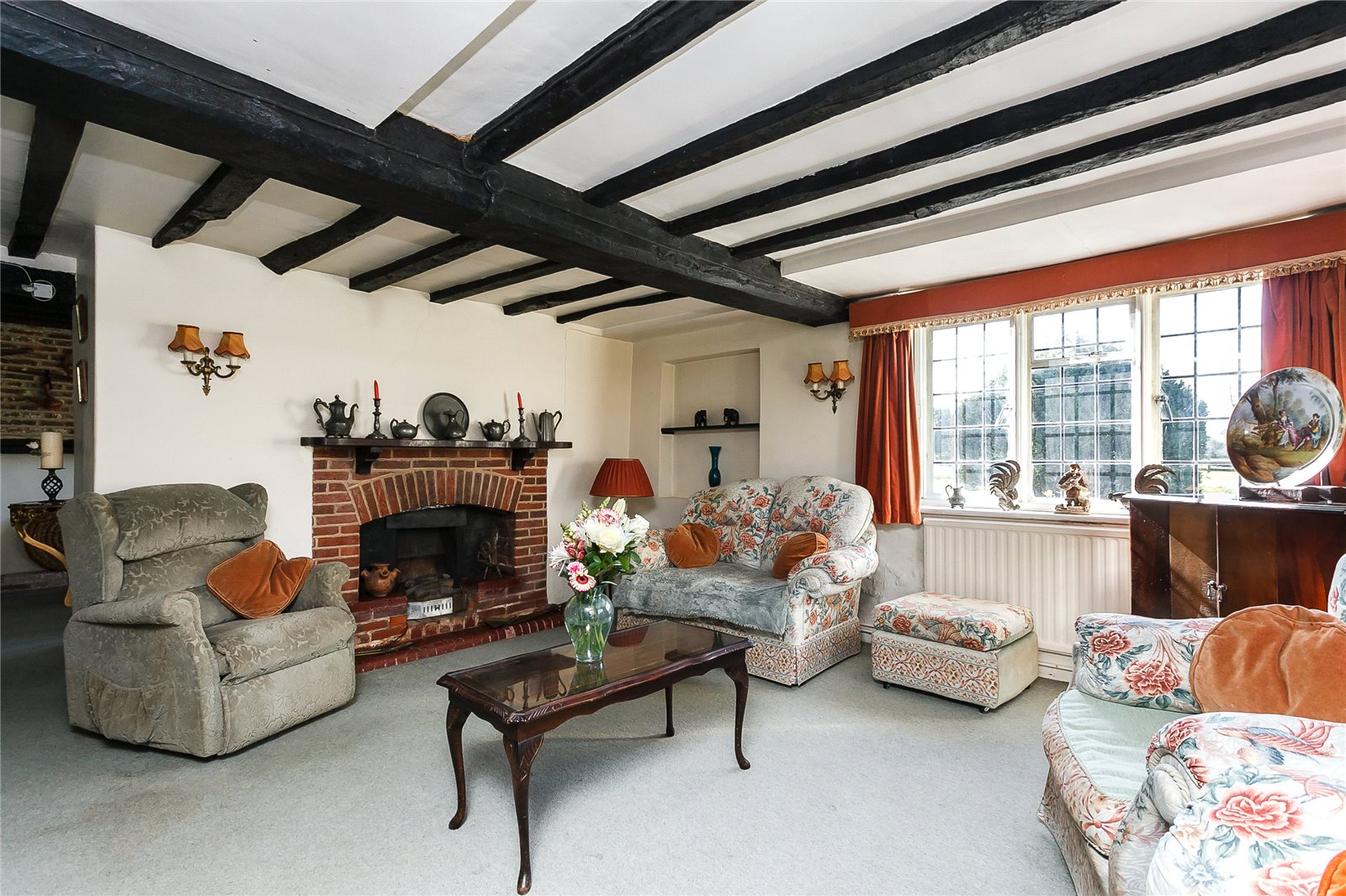 Additional photo for property listing at Hillside, Odiham, Hook, Hampshire, RG29 Hook, Inglaterra