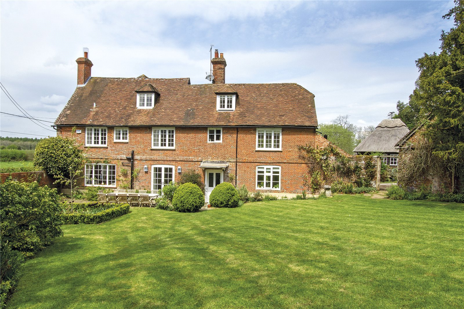 Casa Unifamiliar por un Venta en Manor Farm House, Lasham, Alton, Hampshire, GU34 Alton, Inglaterra