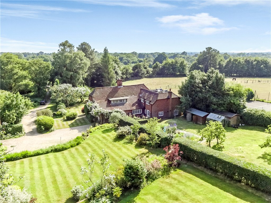 Additional photo for property listing at Hazeley Bottom, Hartley Wintney, Hook, Hampshire, RG27 Hook, Αγγλια