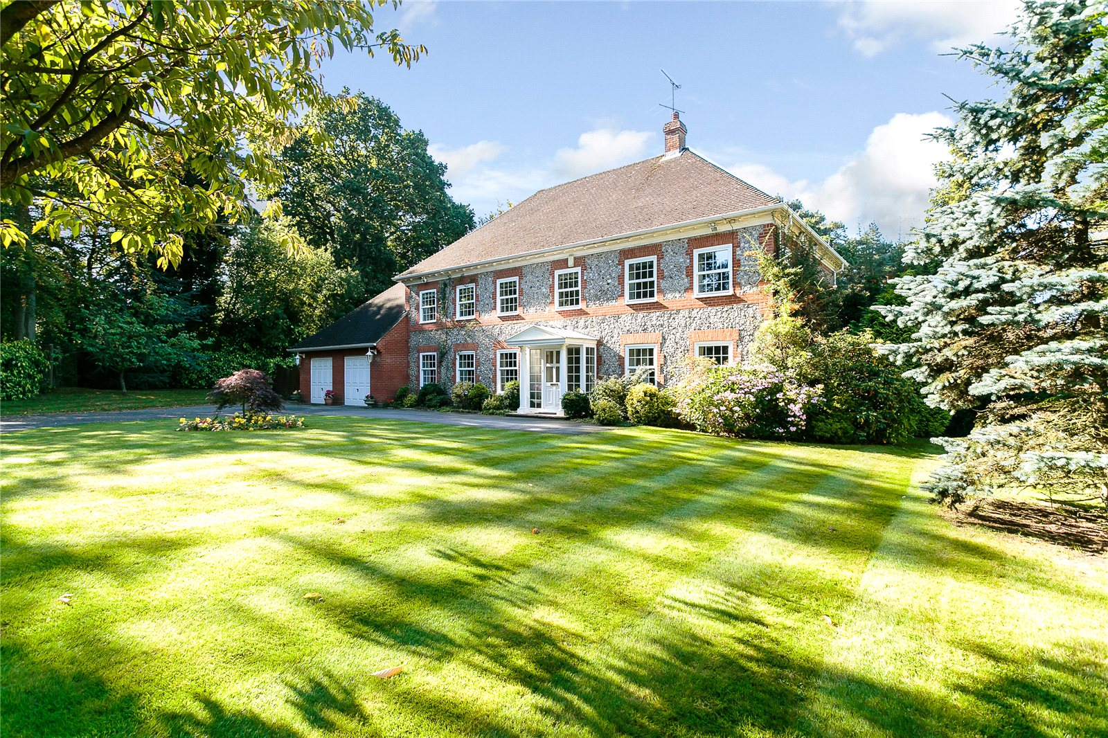 独户住宅 为 销售 在 Woodpecker Close, Ewshot, Farnham, Surrey, GU10 Farnham, 英格兰