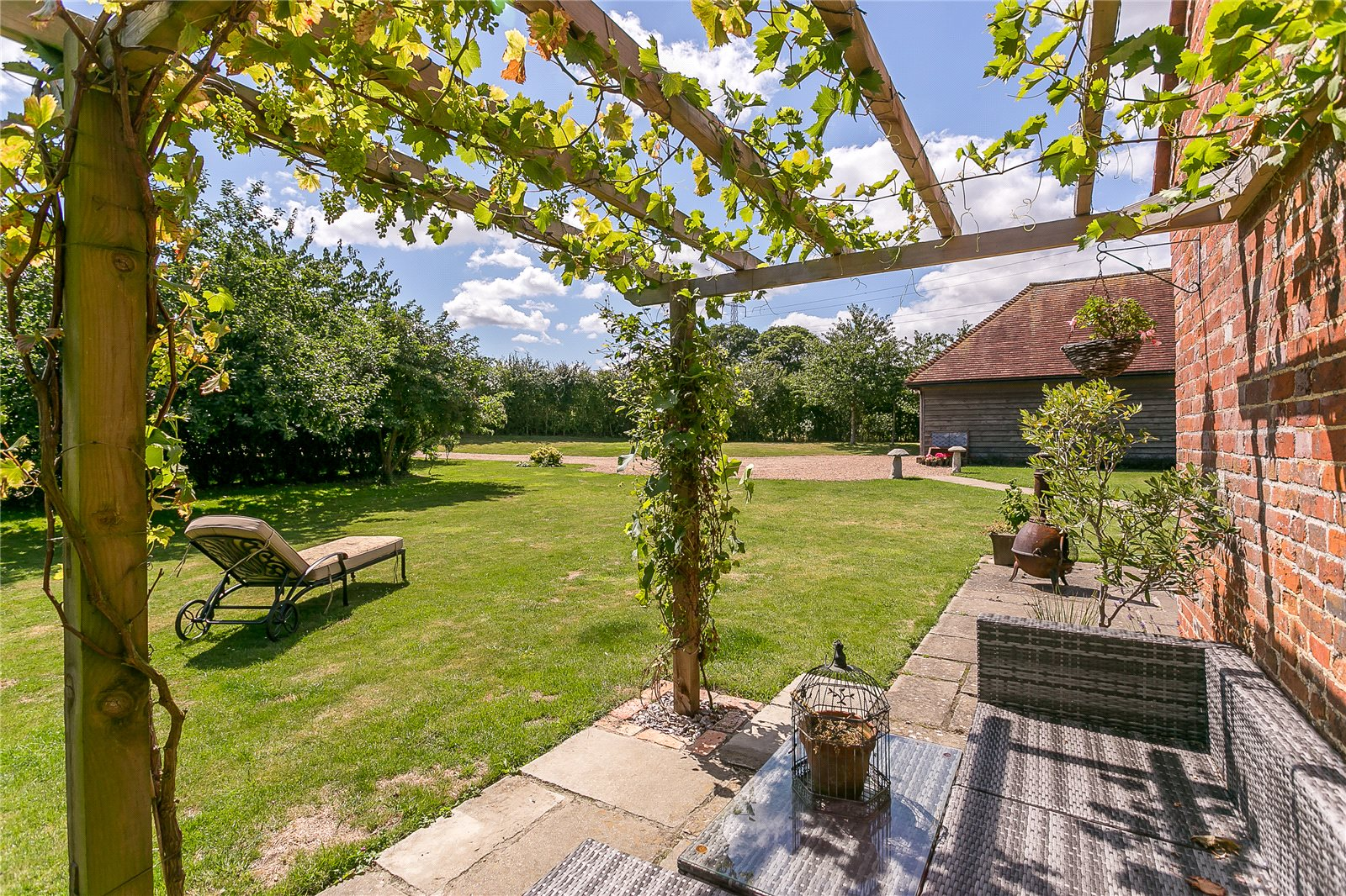 Additional photo for property listing at Hole Lane, Bentley, Nr. Farnham, Surrey, GU10 Surrey, Angleterre