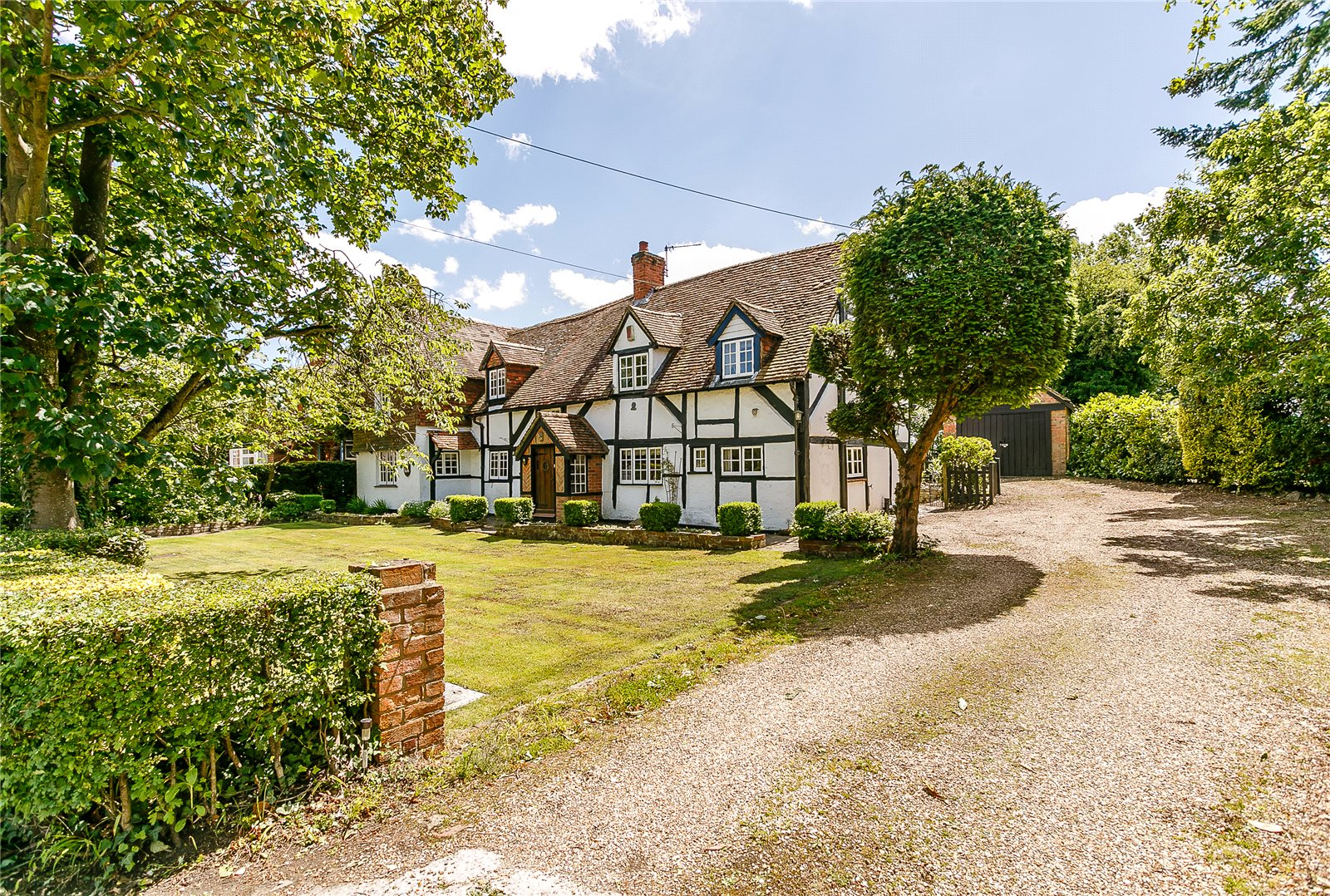 Additional photo for property listing at The Street, Crookham Village, Fleet, Hampshire, GU51 Fleet, Angleterre