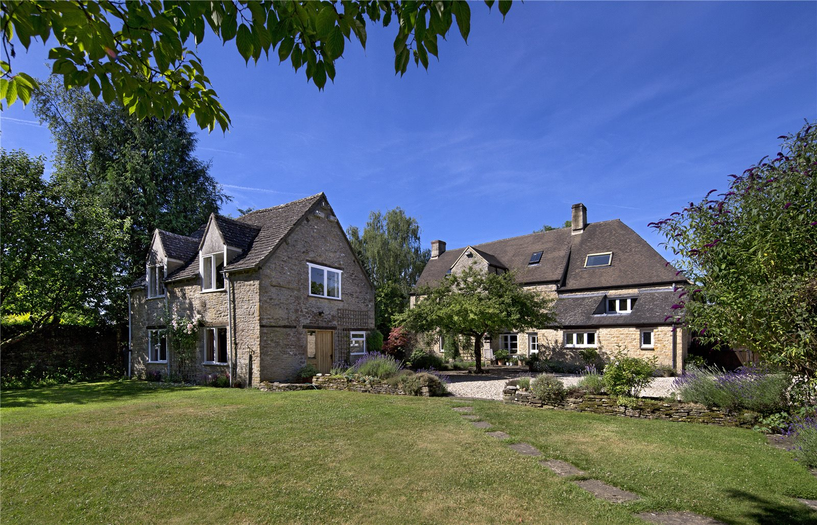 Single Family Home for Sale at Hailey, Witney, Oxfordshire, OX29 Witney, England
