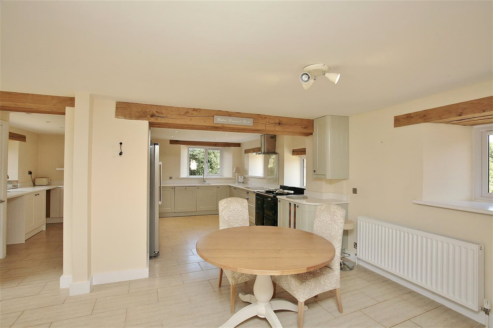 Additional photo for property listing at Bushey Drive, Clanfield, Oxfordshire, OX18 Clanfield, Engeland