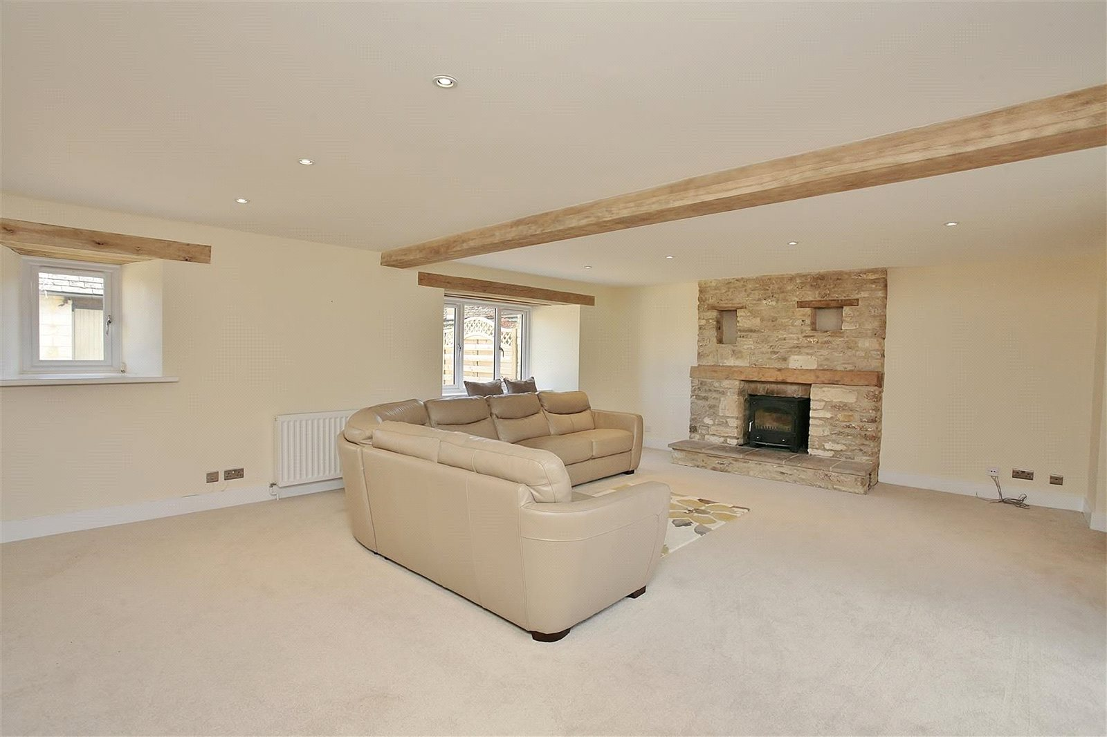 Additional photo for property listing at Bushey Drive, Clanfield, Oxfordshire, OX18 Clanfield, Inghilterra