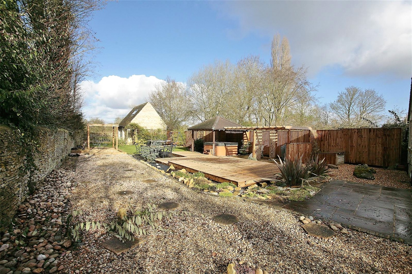 Additional photo for property listing at Bampton Road, Clanfield, Oxfordshire, OX18 Clanfield, Ingiltere