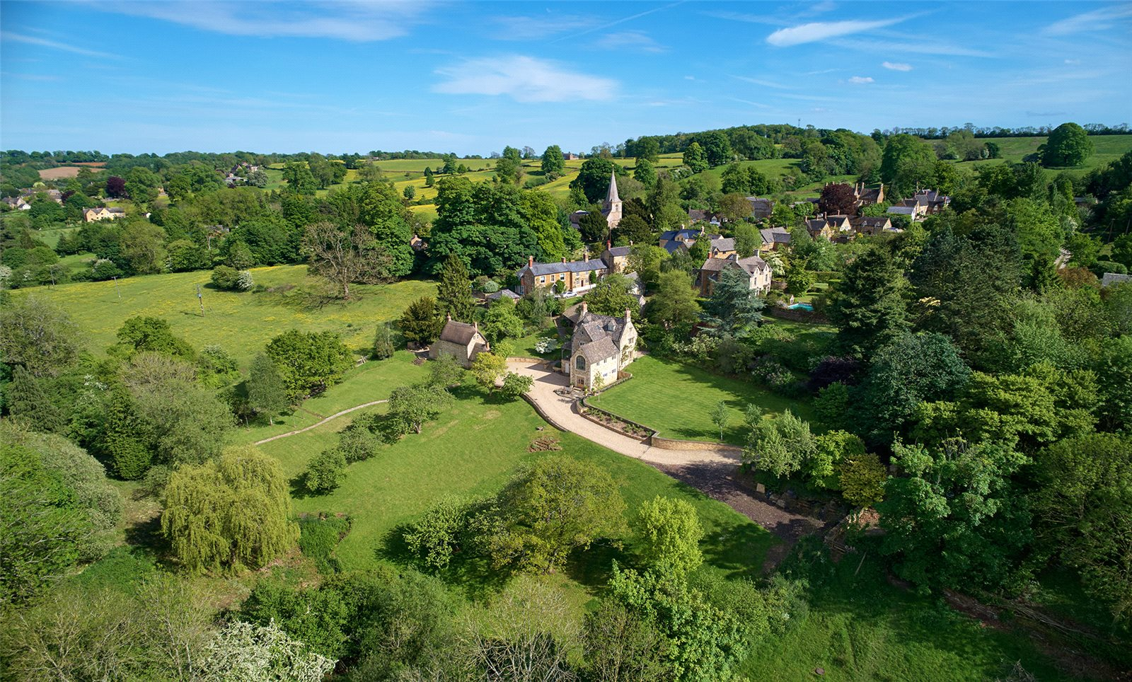 一戸建て のために 売買 アット Church End, Swerford, Chipping Norton, Oxfordshire, OX7 Chipping Norton, イギリス