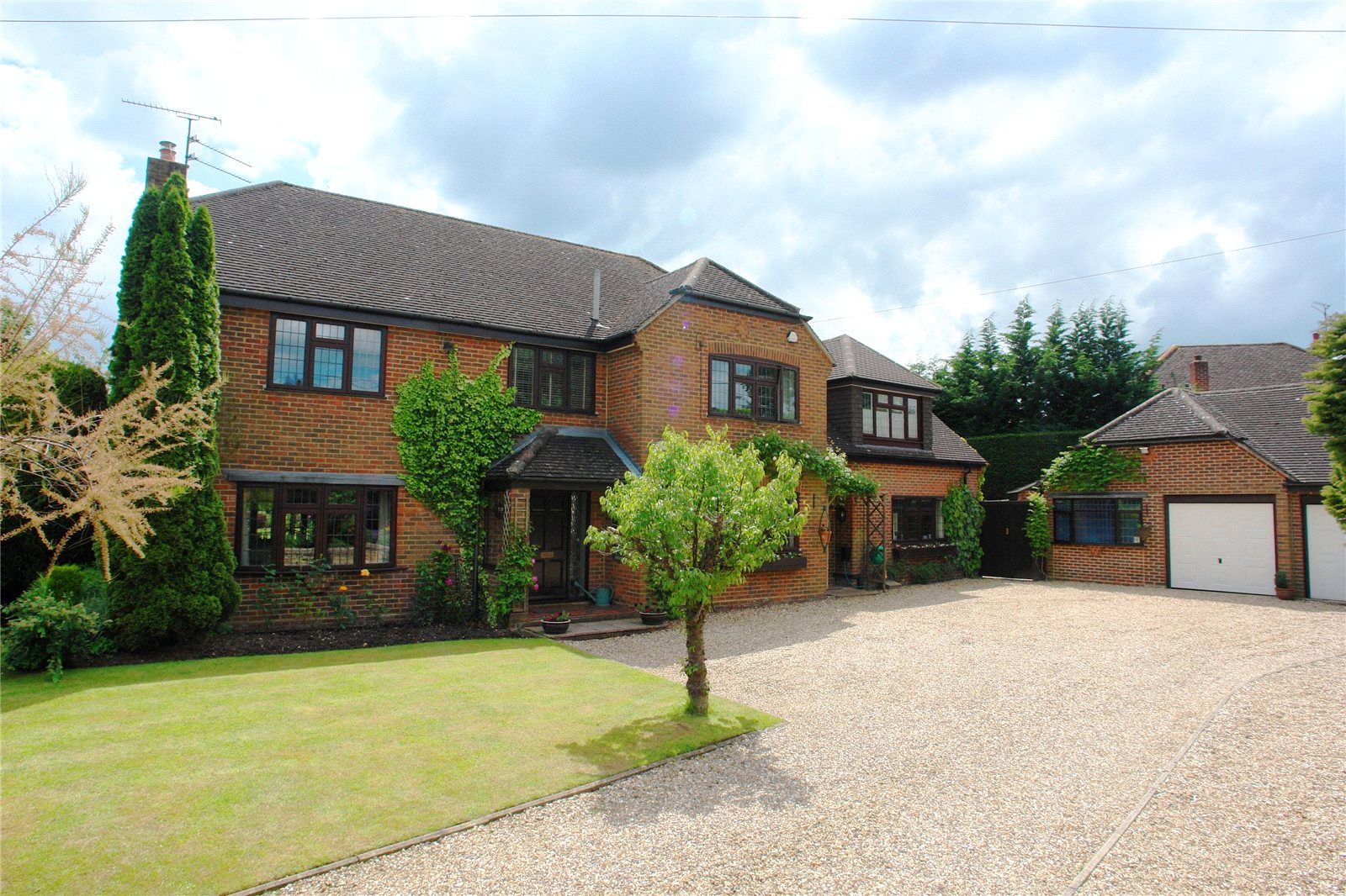 Additional photo for property listing at The Hatch, Burghfield, Reading, Berkshire, RG30 Reading, Англия
