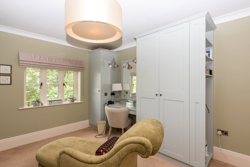 Additional photo for property listing at Upper Basildon, Reading, Berkshire, RG8 Reading, England