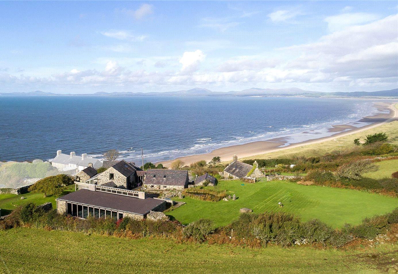 Nhà ở một gia đình vì Bán tại Harlech, Gwynedd, LL46 Gwynedd, Wales