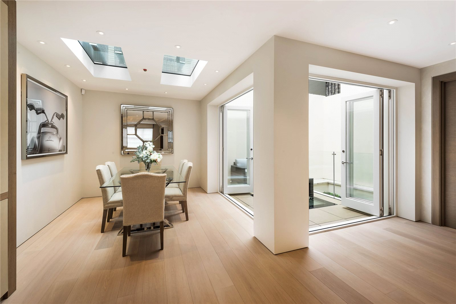 Additional photo for property listing at Kinnerton Street, London, SW1X London, Angleterre