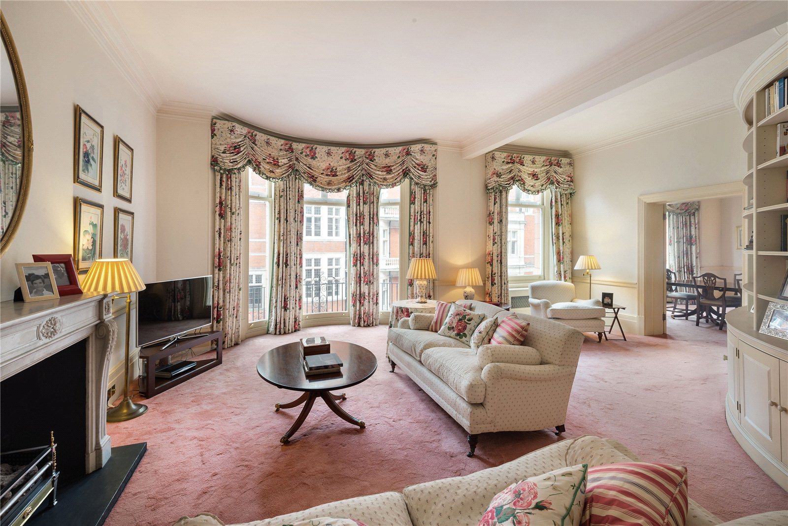 Additional photo for property listing at Mount Street, London, W1K London, Αγγλια