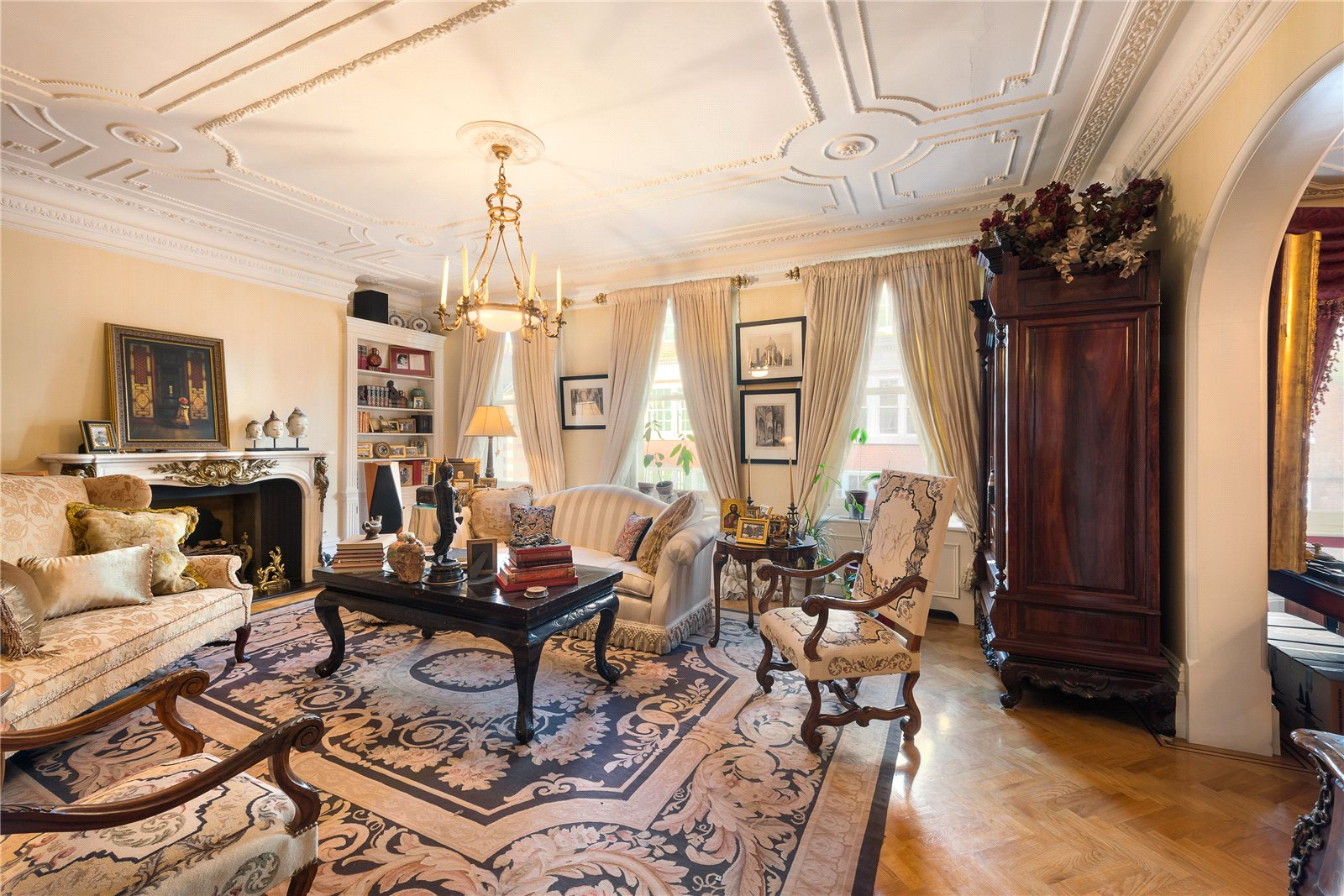 Additional photo for property listing at Sloane Street, London, SW1X London, England