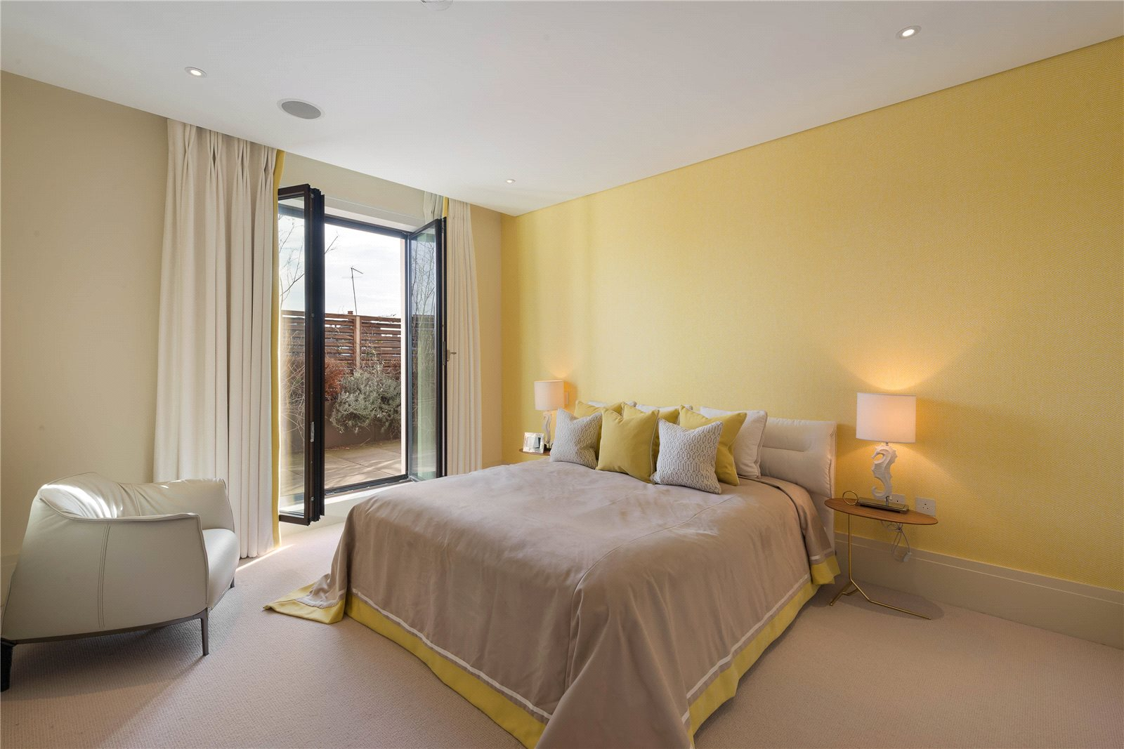 Additional photo for property listing at Chelsea Manor Street, London, SW3 London, England