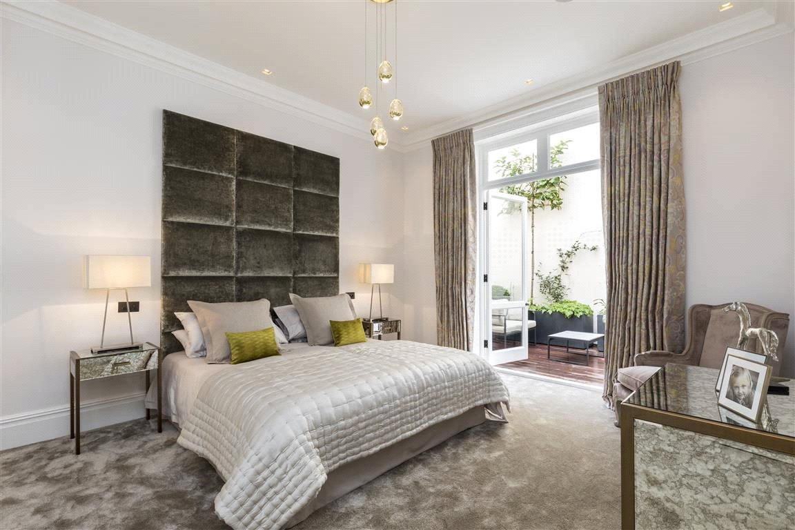 Additional photo for property listing at Eaton Square, London, SW1W London, England