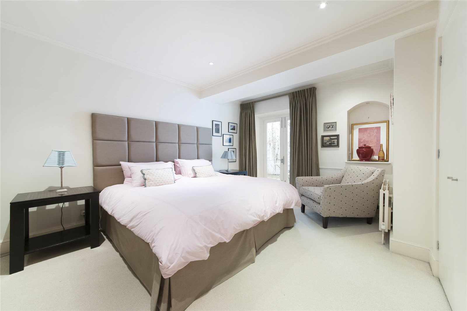 Additional photo for property listing at Cadogan Place, London, SW1X London, England