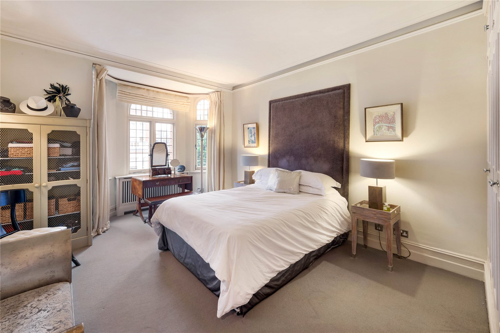 Additional photo for property listing at Sloane Gate Mansions, D'oyley Street, London, SW1X London, Inglaterra