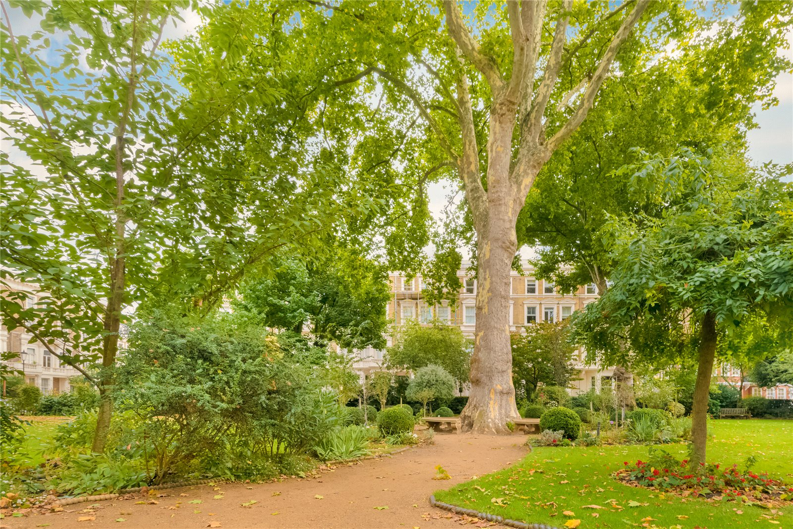 Additional photo for property listing at Earl's Court Square, London, SW5 London, イギリス