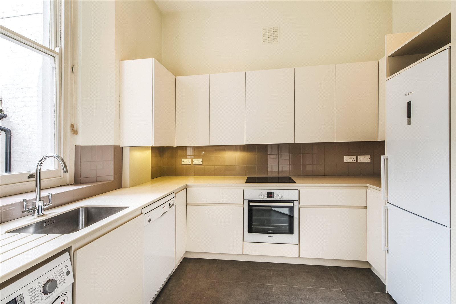 Additional photo for property listing at Courtfield Gardens, London, SW5 London, 영국