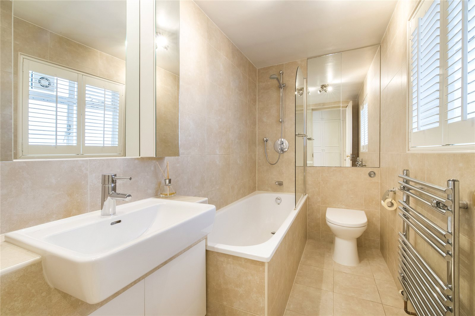 Additional photo for property listing at Courtfield Gardens, London, SW5 London, Angleterre