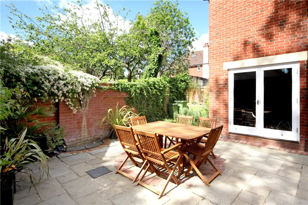 Additional photo for property listing at King Harry Lane, St. Albans, Hertfordshire, AL3 St Albans, England
