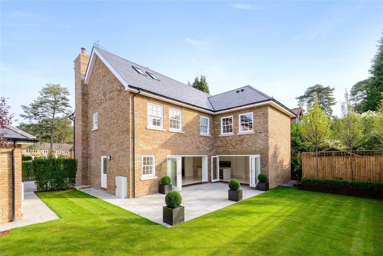 Additional photo for property listing at Whynstones Road, Ascot, Berkshire, SL5 Ascot, 英格蘭