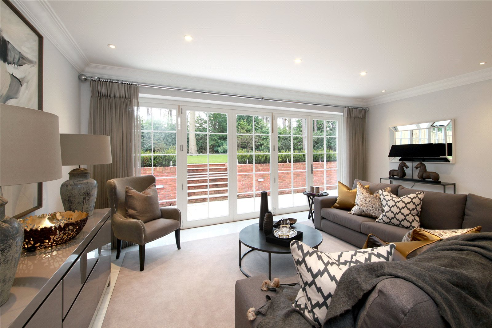 Additional photo for property listing at The Glade, Woodend Drive, Sunninghill, Berkshire, SL5 Sunninghill, 영국