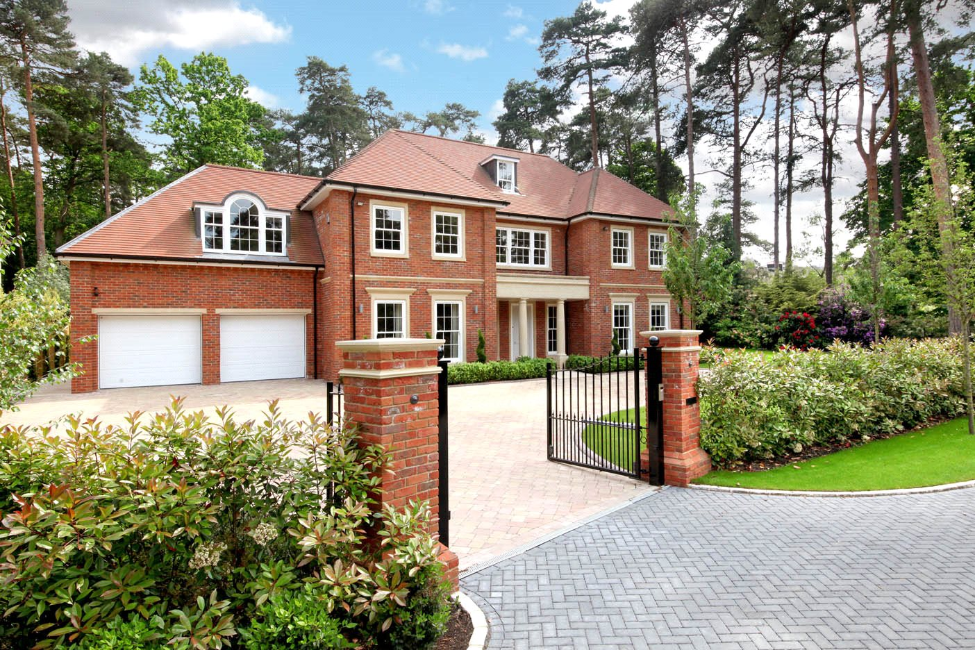Additional photo for property listing at The Glade, Woodend Drive, Sunninghill, Berkshire, SL5 Sunninghill, England