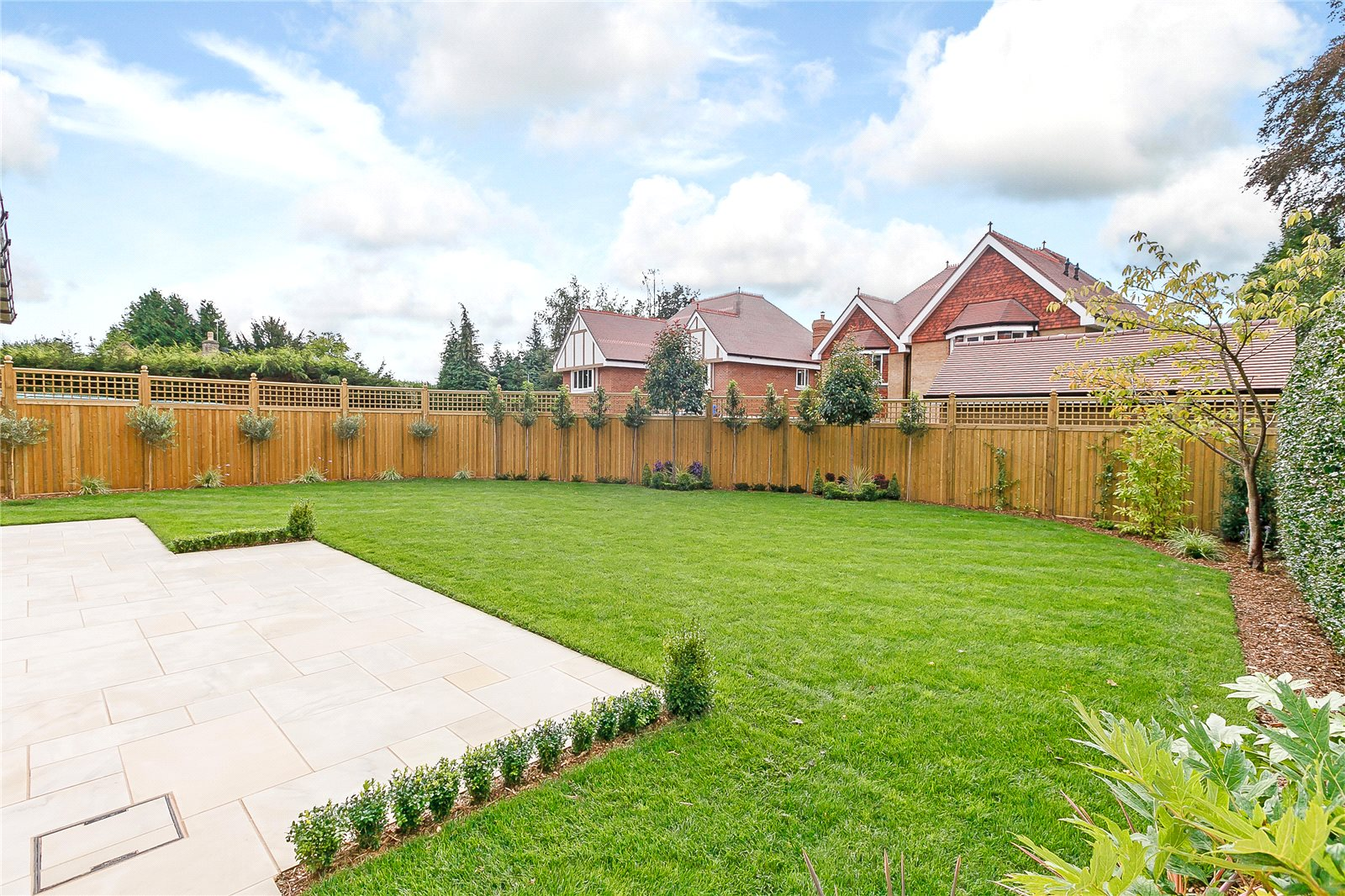Additional photo for property listing at Northcroft Road, Englefield Green, TW20 Englefield Green, イギリス